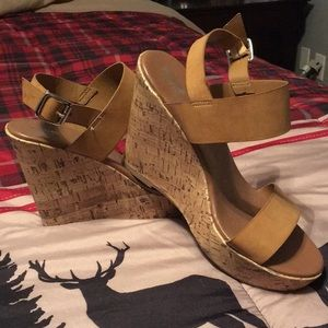 Strapped tan wedge